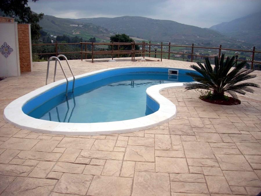 Foto piscina con pavimento stampato di impresa naso for Pavimento para piscinas