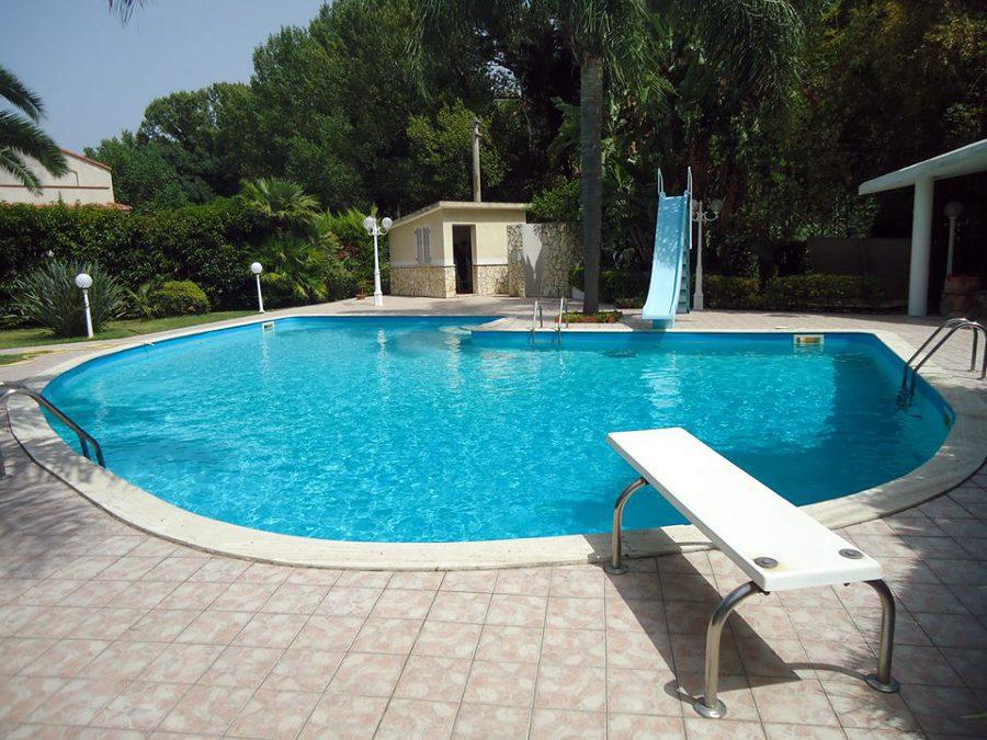 Foto piscina con scivolo di tecnoacqua 147680 habitissimo - Piscina mediterraneo taranto ...