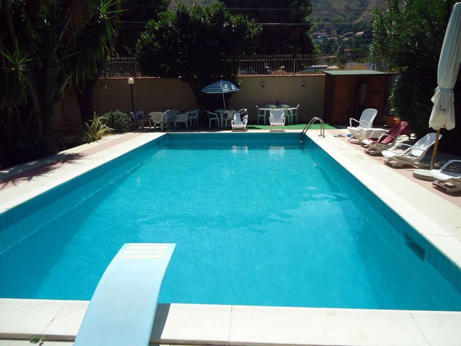 Foto piscina con trampolino de tecnoacqua 147684 habitissimo - Piscina comunale ravenna prezzi ...