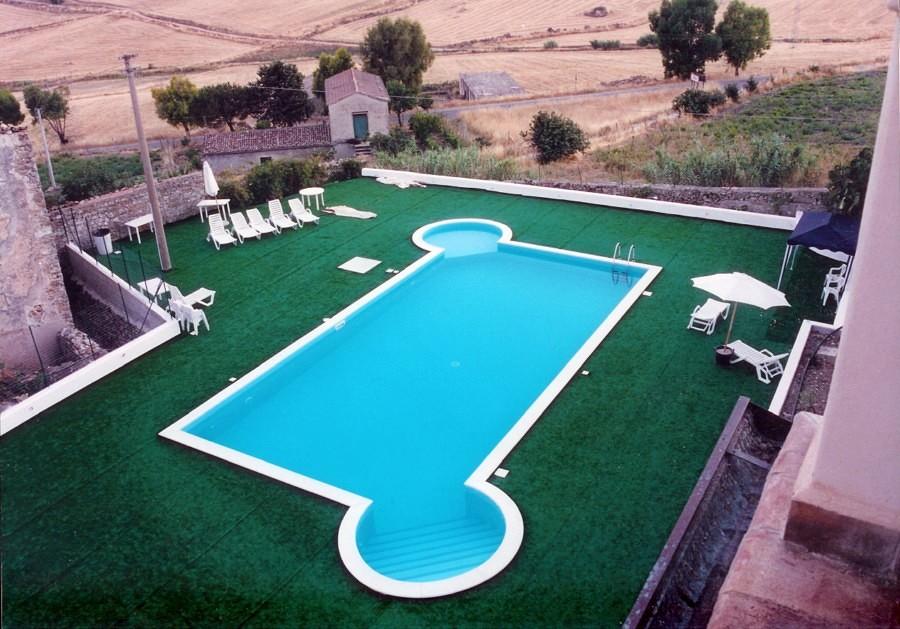 piscine a skimmer con isola relax