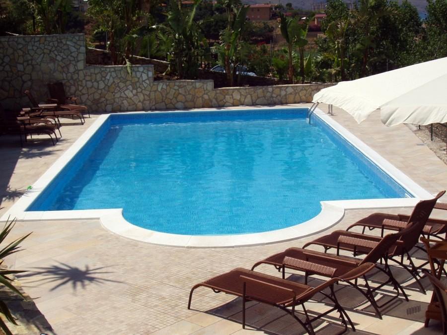 Foto piscine a skimmer con scala romana di piscine systems 77570 habitissimo - Foto di piscine ...