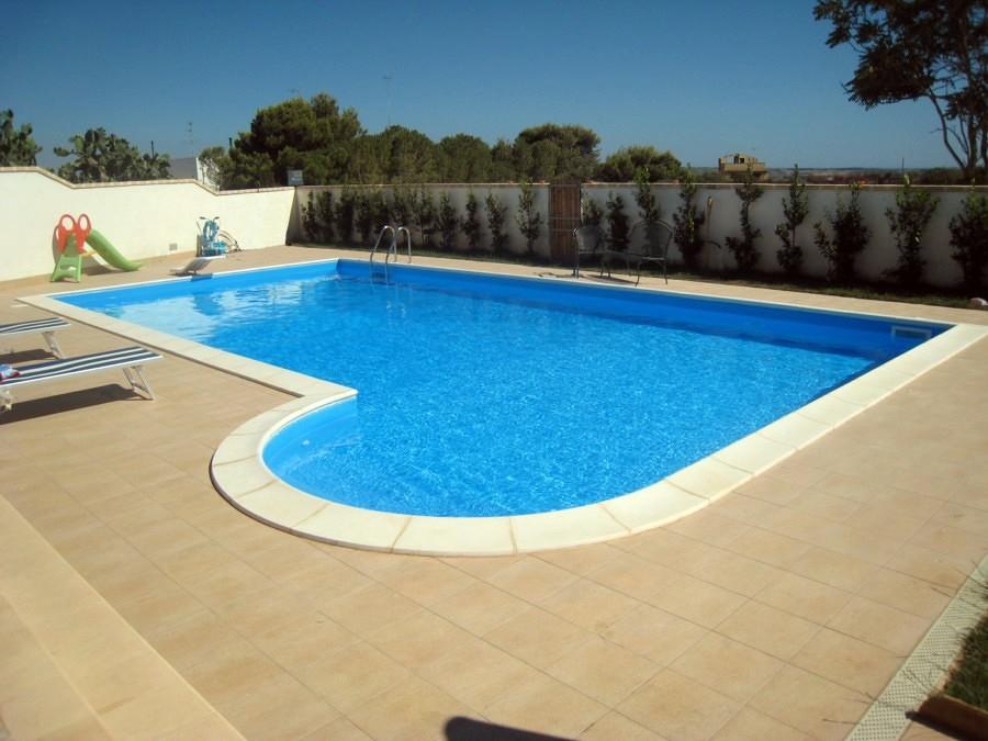 Foto piscine a skimmer con scala romana di piscine - Immagini di piscine interrate ...