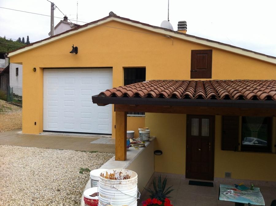 Foto pittura esterna con intonachino di imbianchinoverona leba decorazioni 136869 habitissimo - Pittura esterna casa ...