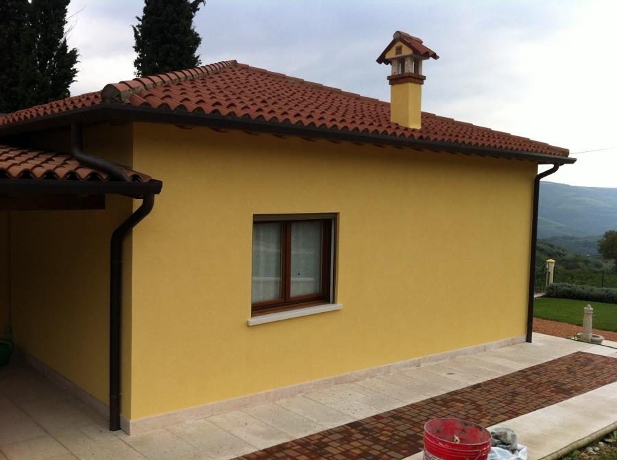 Foto pittura esterna con intonachino de imbianchinoverona leba decorazioni 136870 habitissimo - Pittura esterna casa ...