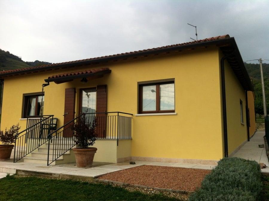Foto pittura esterna con intonachino di imbianchinoverona leba decorazioni 136877 habitissimo - Pittura esterna casa ...
