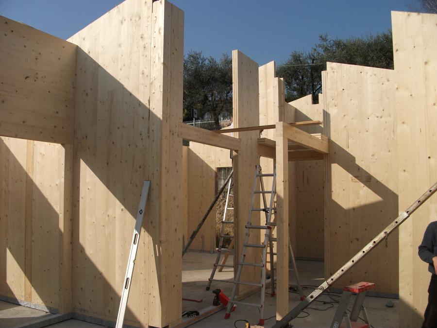 Foto pomhaus casa di soiano del lago cantiere pareti for Case di legno del paese del lago