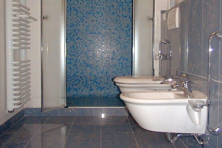 Foto porcellane sospese de casotto termoidraulica 109989 habitissimo - Impianti idraulici bagno ...