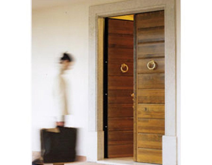 Foto porta blindata a doppia anta de mach andrea ditta for Porta doppia anta