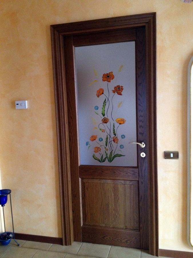 porta con vetro decorato a mano