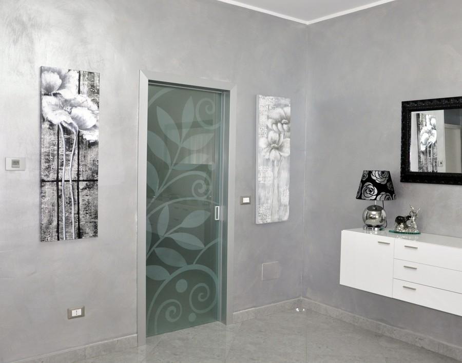 Foto porta cristallo scorrevole di mazzoli porte vetro - Porta scorrevole cristallo ...