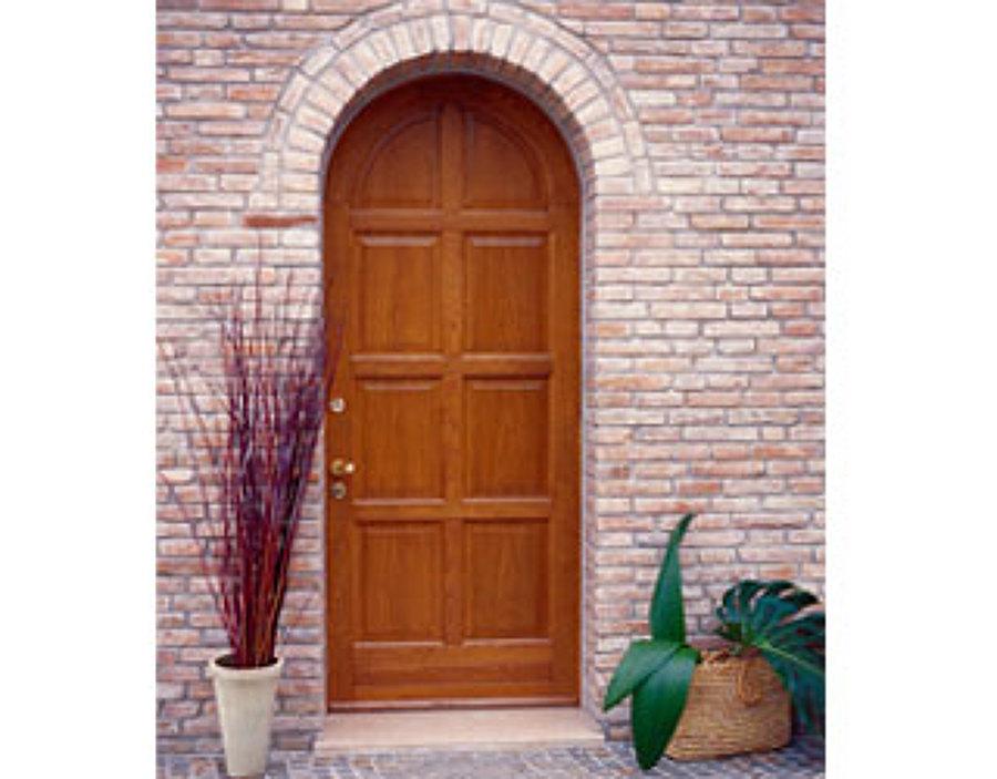 foto: porta di ingresso centinata in legno massello di machì ... - Porta Dingresso In Legno Massello