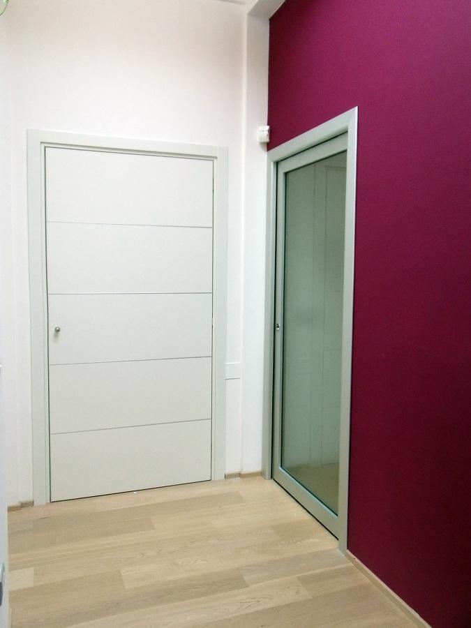 Foto porta filo muro de abita parquet pesaro 55217 for Porta filo muro grezza