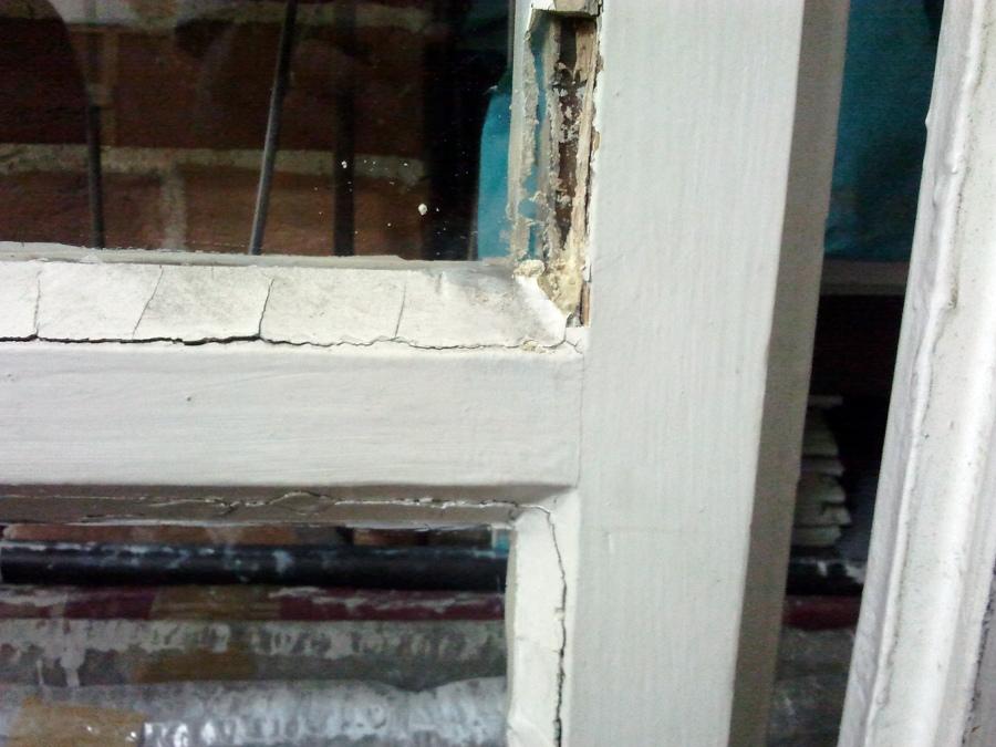 porta finesta con vetro e mastice