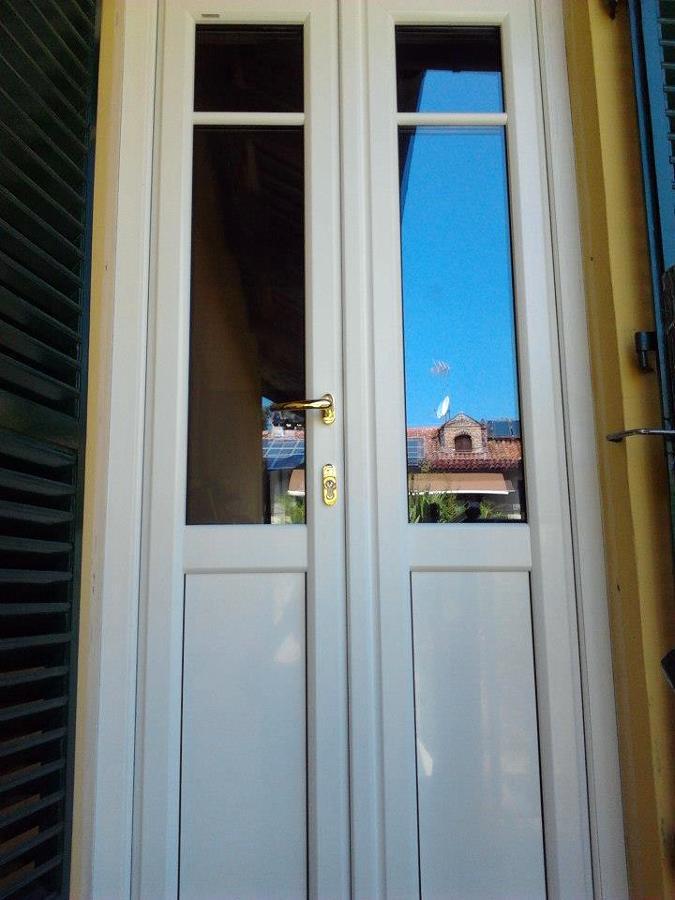 Foto porta finestra in pvc bianco di an d al serramenti for Porte e finestre pvc