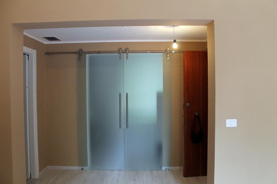 Foto porta scorrevole in vetro de ecocantiere s r l - Porta scorrevole vetro satinato ...