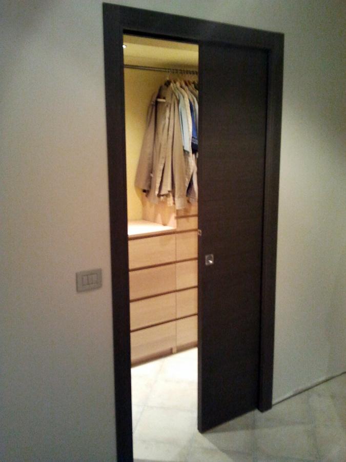 Foto porta scorrevole interno muro de tecnomontaggi e - Caf porta rimini pesaro ...