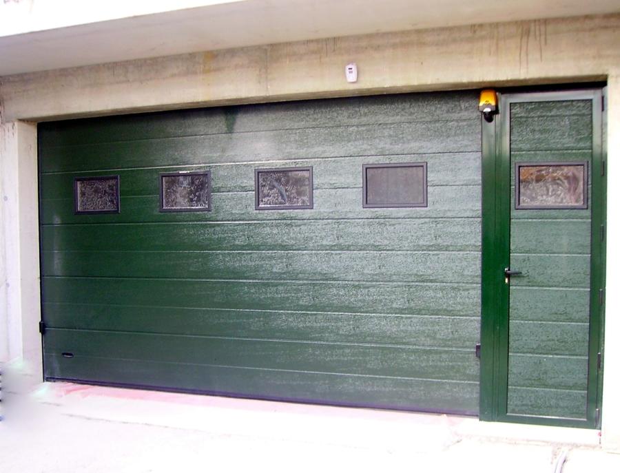 porta sezionale con porta laterale