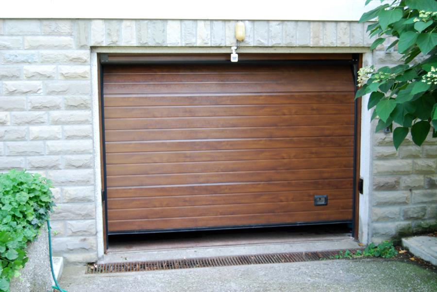 Porta sezionale - finitura finto legno