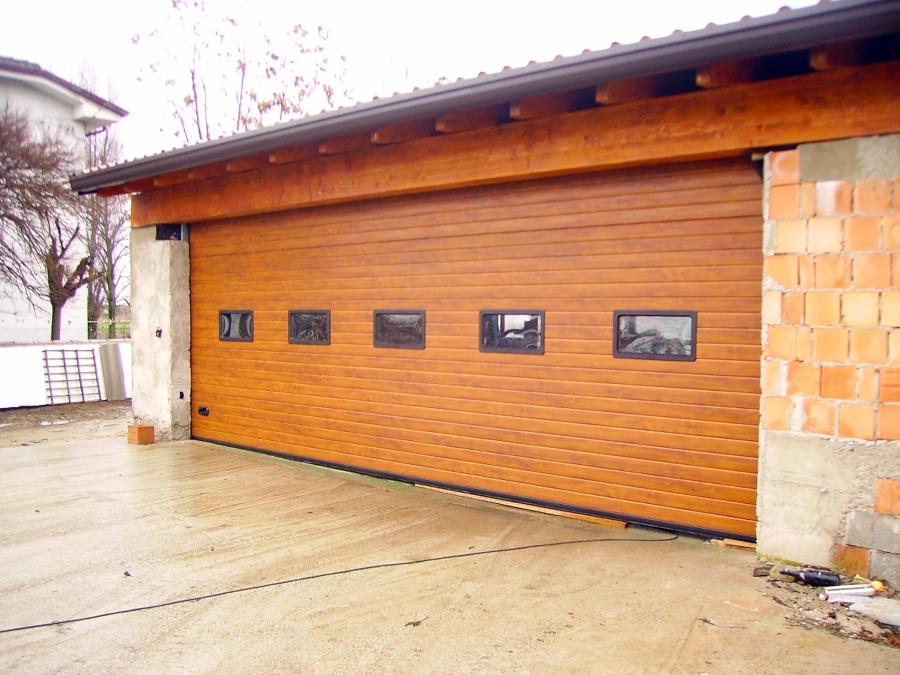 Foto porta sezionale per garage largh 6800 x h 2400 di for Prezzo per costruire un garage