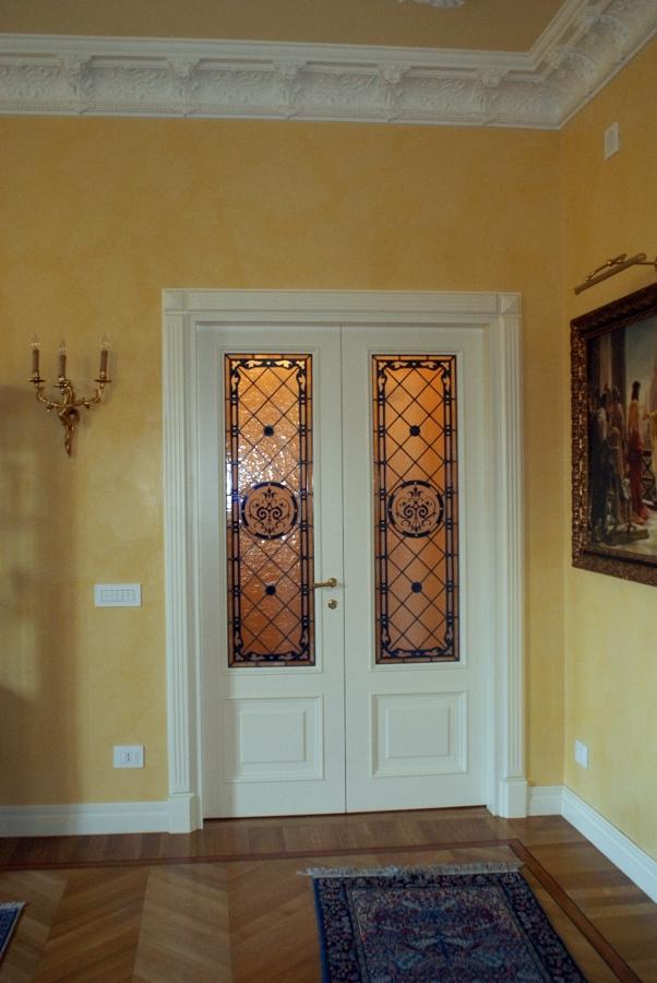 Foto porta su misura con vetro di legnomat srl 108658 for Porte decorate antiche