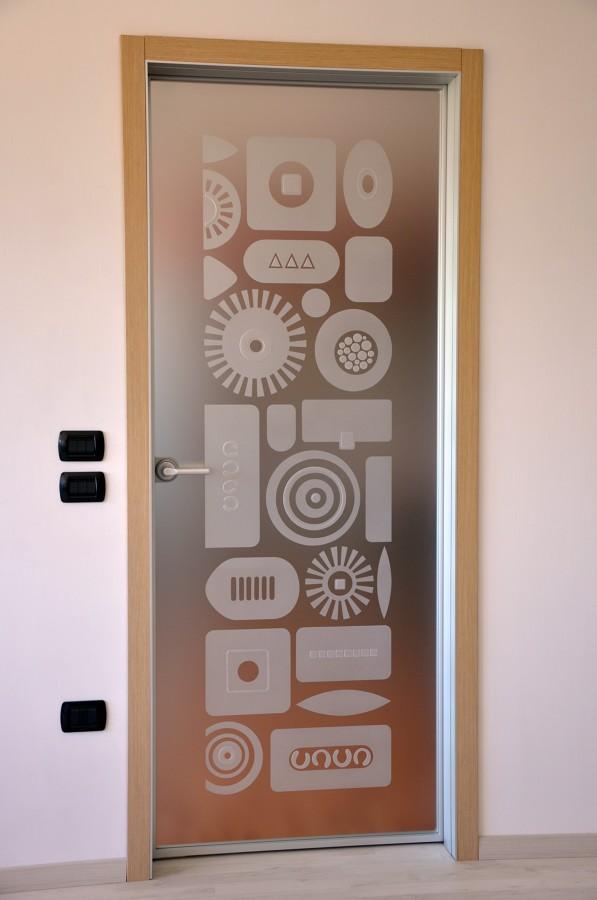 Foto porta vetro battente de mazzoli porte vetro 60984 for Porta vetro battente