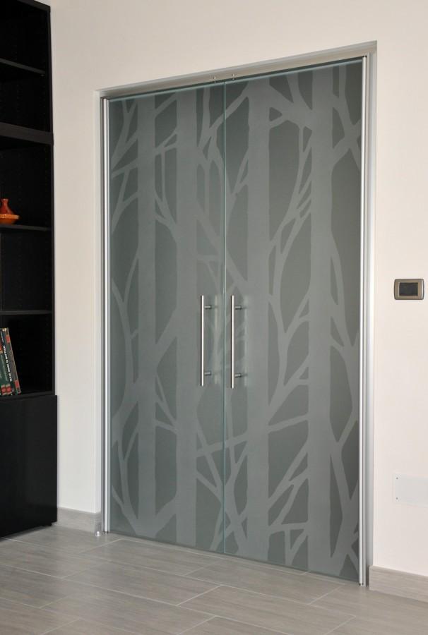 Foto porta vetro doppia battente de mazzoli porte vetro for Porta vetro battente