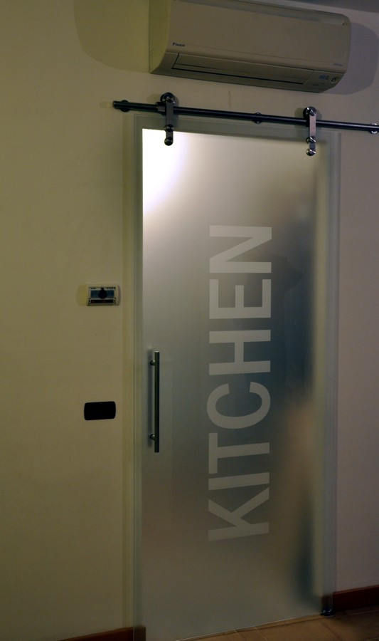 Foto porta vetro kitchen di mazzoli porte vetro 60936 for Porte scorrevoli in vetro napoli