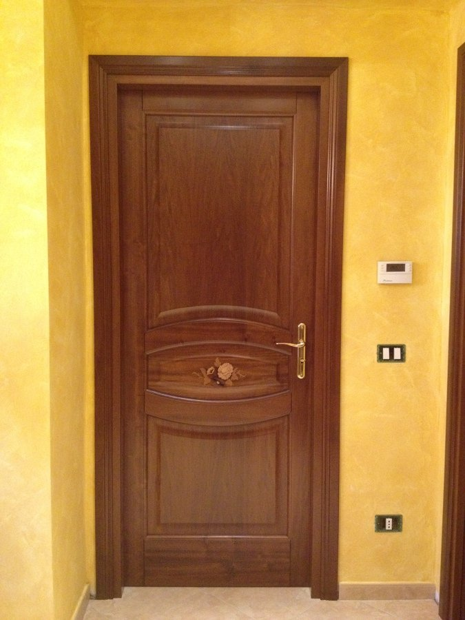 Foto porte interne in legno massello di arte antica for Immagini porte interne