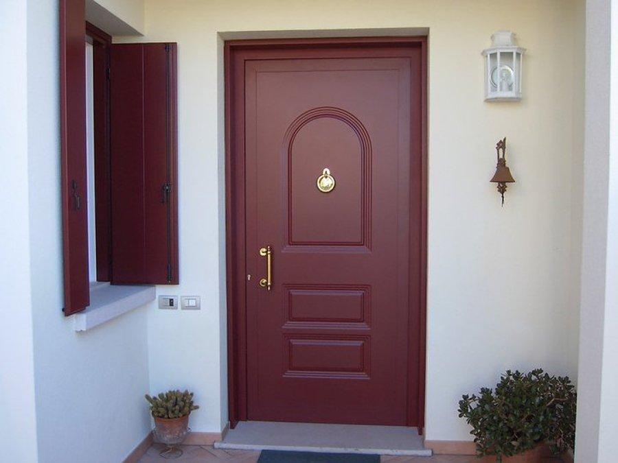 Foto portoncini d 39 ingresso in alluminio o pvc di la - Portoncini ingresso legno alluminio prezzi ...
