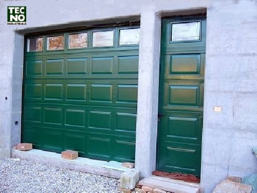 Foto portone garage di tecnoindustriale s r l 57310 for Portone garage usato