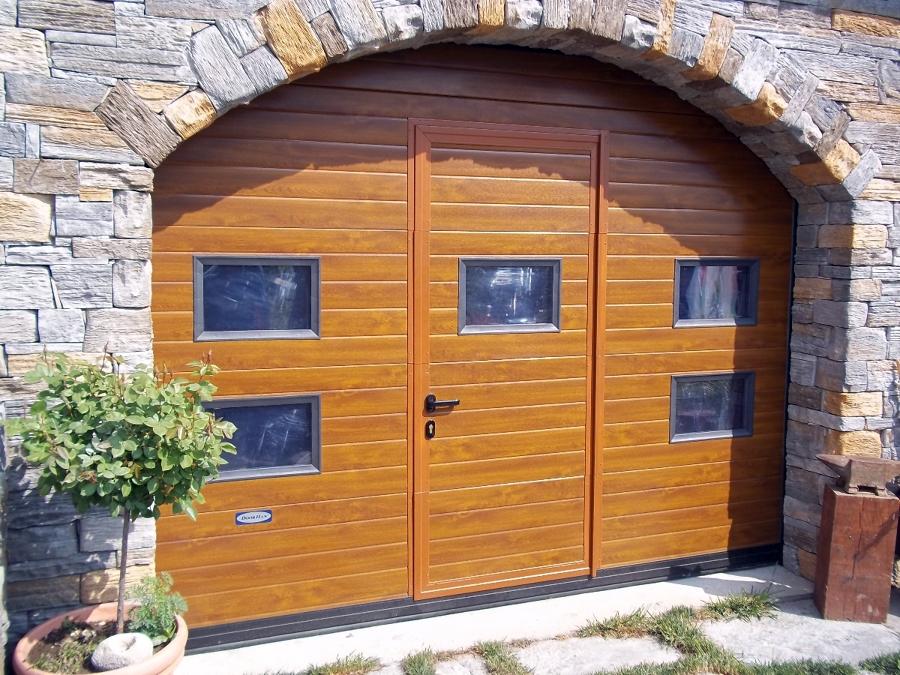 Foto portone sezionale con porta integrata di doorhan for Idee di aggiunta di garage