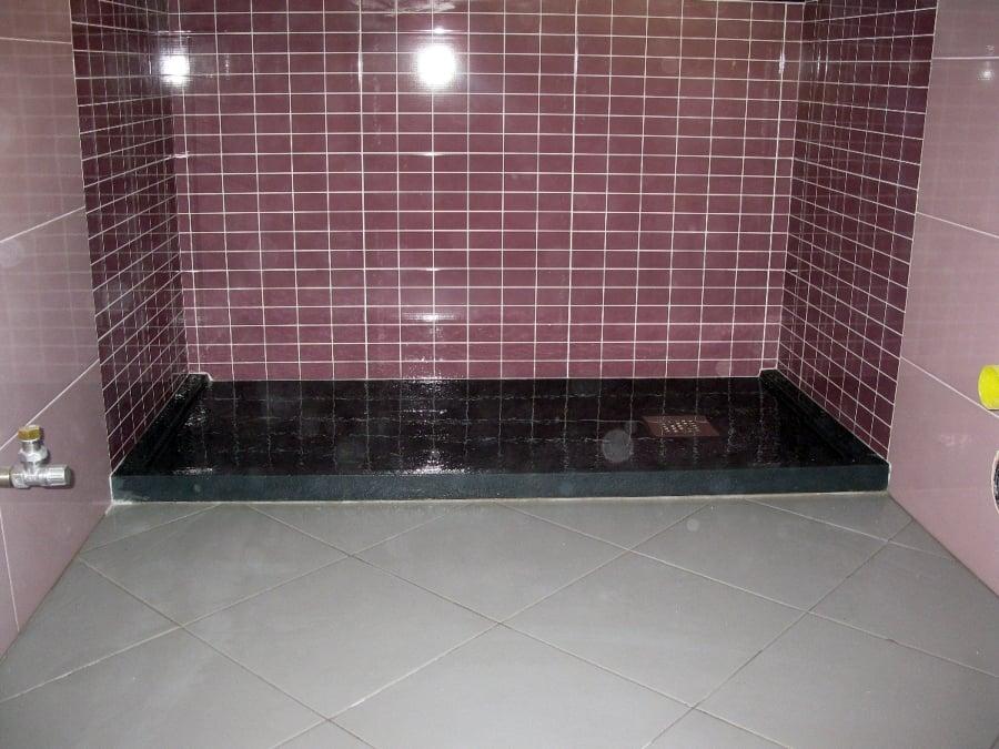 Vi mostro piatto doccia mi consigliate rivestimento. sulle pareti