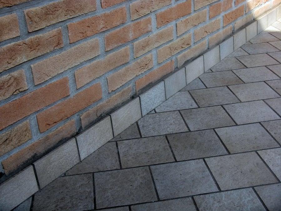 Foto posa piastrelle per esterno di impresa edile de - Piastrelle da esterno ...