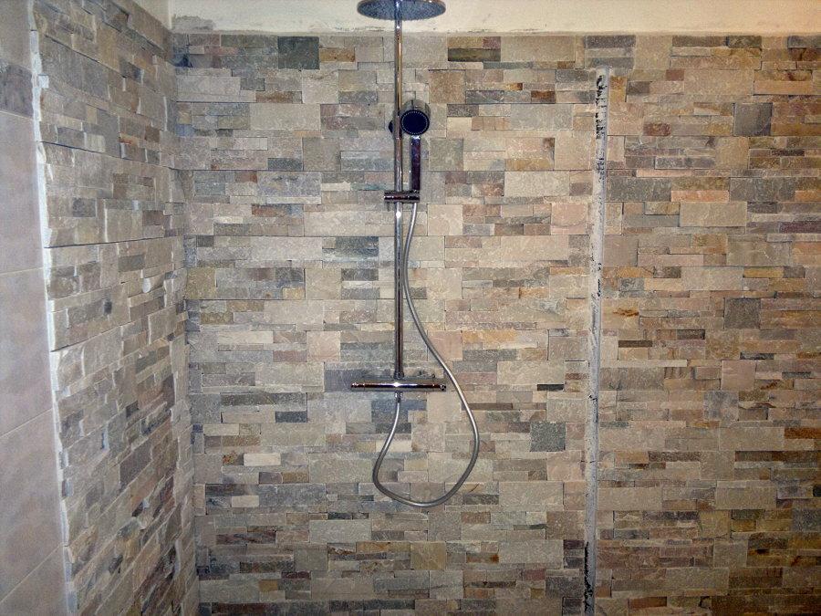 Foto: posa pietre decorative su pareti e angolo doccia di spinola ...