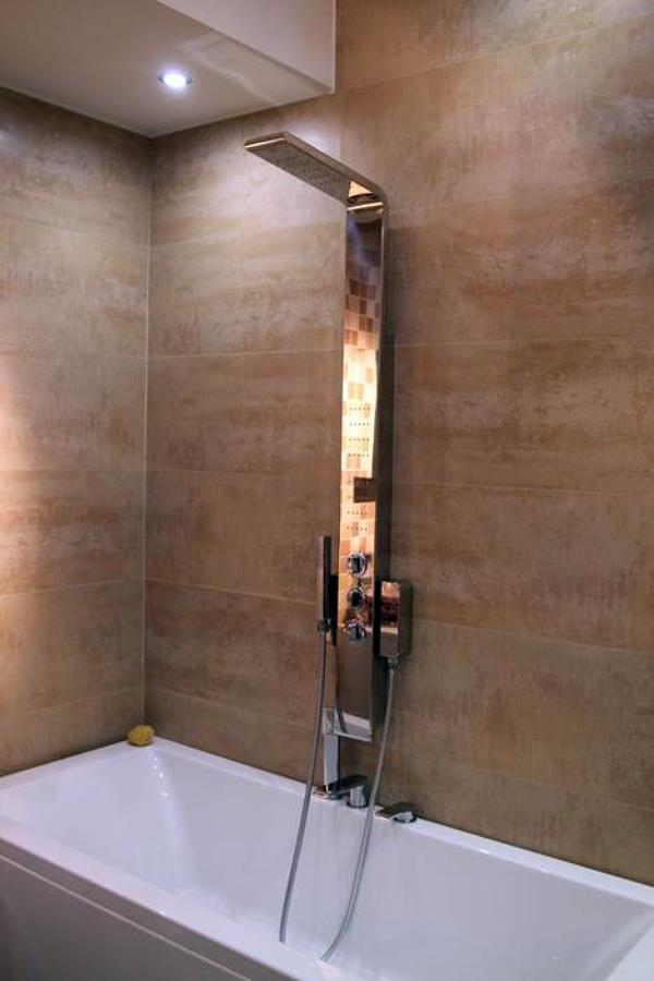 Foto posa rivestimente piastrelle de impresa r a c m - Posa piastrelle bagno ...