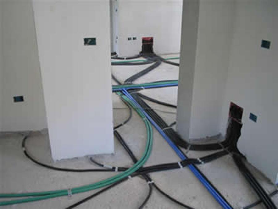Foto posa tubi uffici tecnocasa volpiano di vgl impianti - Colori cavi elettrici casa ...