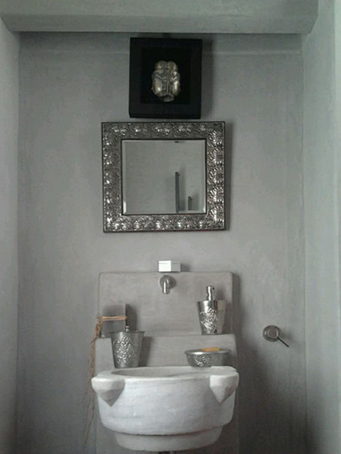 Progetto bagno con rivestimento in tonachino