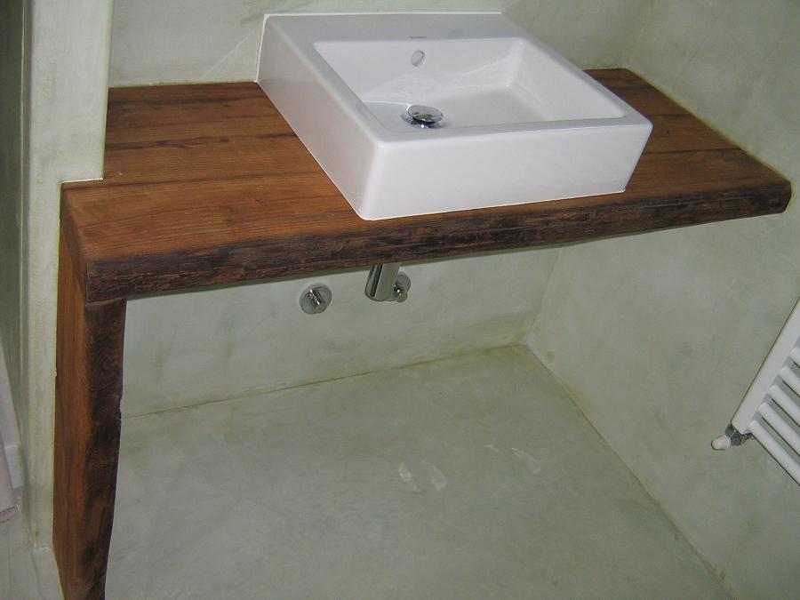 Progetto bagno in tonachino, lavabo su legno massello