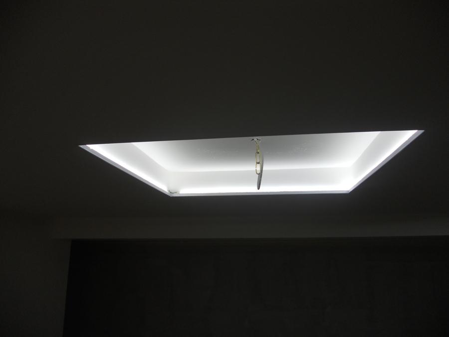 quadrato svoltato all'interno con luci led