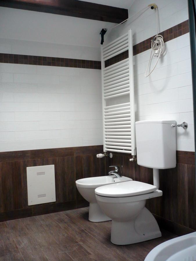 Foto realizzazione bagno in vano scala de edil essemme for Idea bagno trento