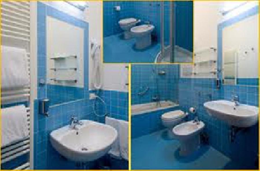 Foto realizzazione di bagni completi di imprese edile - Stock bagni completi ...