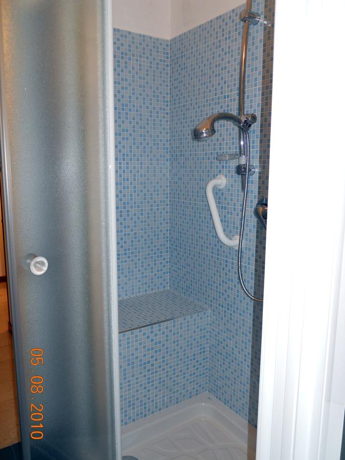 Realizzazione doccia da vasca
