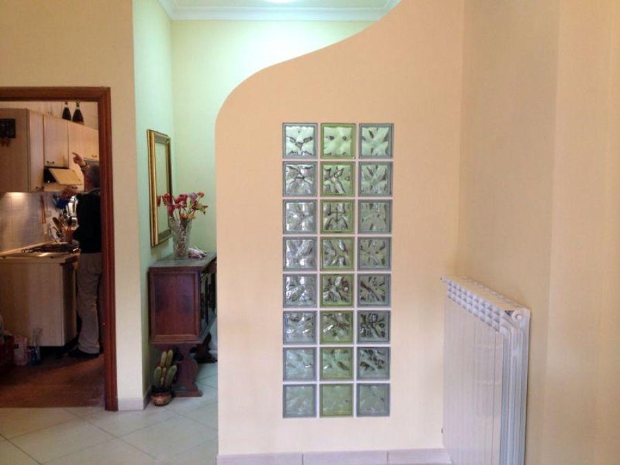 Foto realizzazione parete in vetrocemento di - Finestra interna per bagno cieco ...