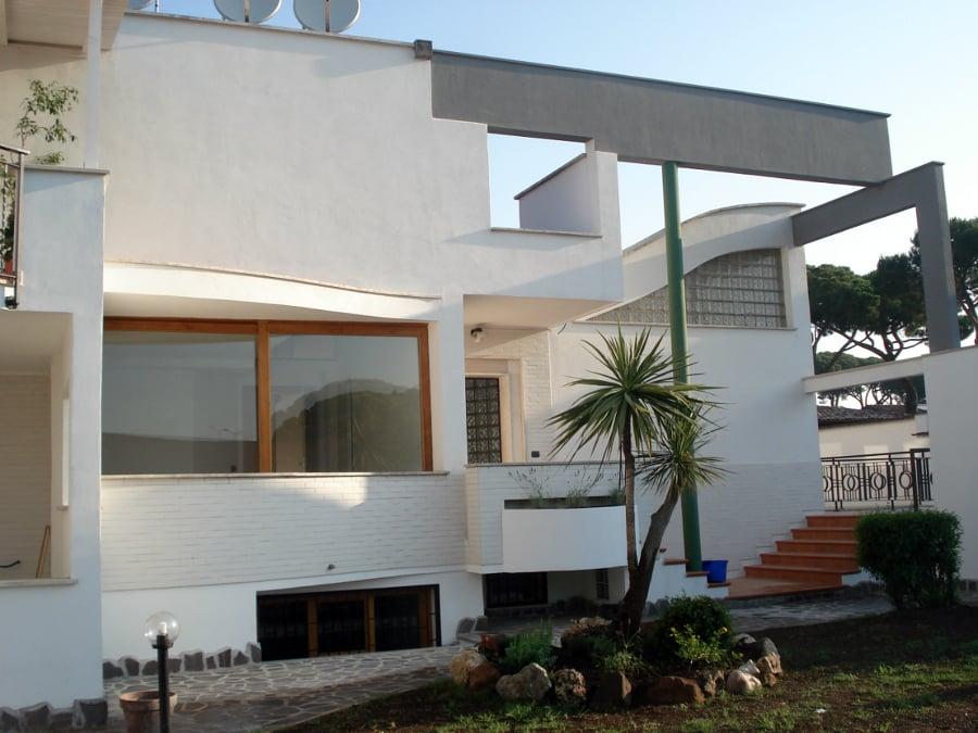 Foto realizzazione villa stile moderno di new dea s r l for Ville stile moderno