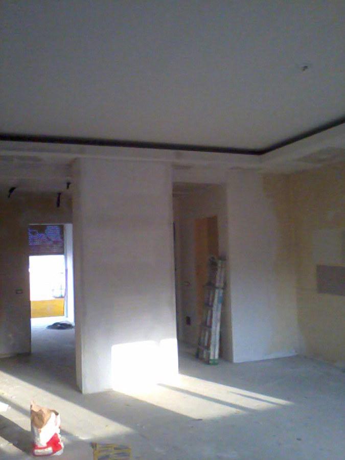 retro parete divisoria con nicchie in cartongesso