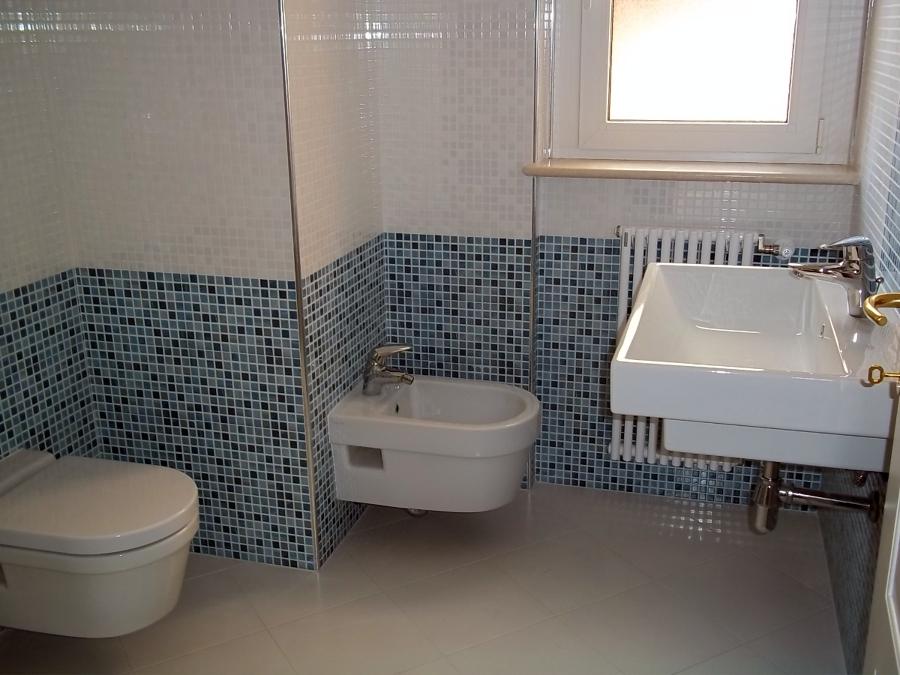 Foto rifacimento di bagni completi di opere elettriche ed - Stock bagni completi ...