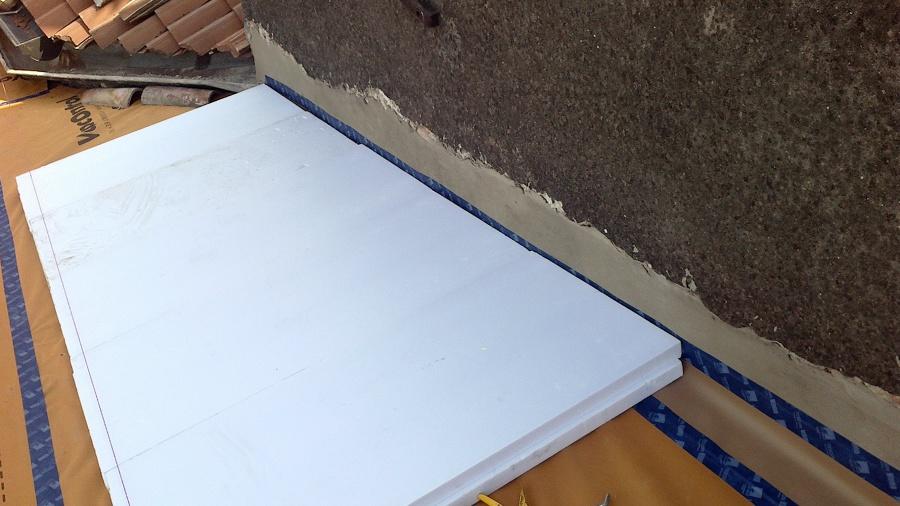 Rifacimento manto di copertura con barriera vapore isolante guaina e coppi