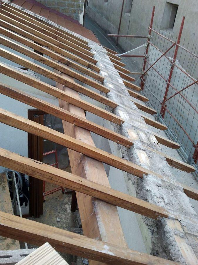 Foto rifacimento tetto completo con legno di castagno de for Stili tetto tetto