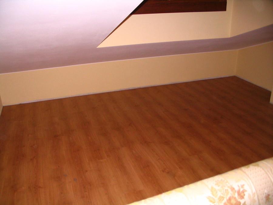 foto vano costruzione mobili mansarda di falegname pronto