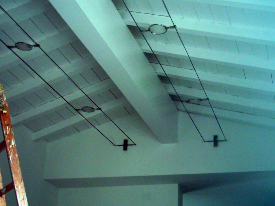 Soffitto Legno Bianco: Soffitto con travi in legno bianco rivestimenti pittura e pietra.
